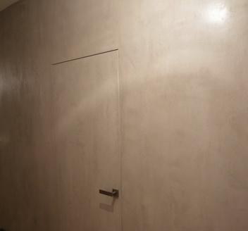 foto-beton-dveri-pruhovanogo-montagy-toscana